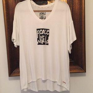 Peace Love World T-shirt Size Large (oversized)